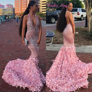 Sexy Backless lunga sirena africano rosa Prom Dresses 2019 Halter Deep V Neck 3D Flora Corte dei treni Black Girls vestito da festa di laurea