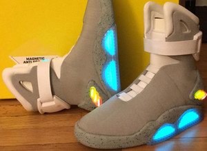 Air Mag Hommes Back To The Glow Up de Marty McFly Future Lighting Mags Chaussures de basket-ball LED Lights In The Dark sneakers gris avec la boîte jaune