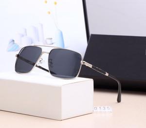 Top qualité lentille en verre polarisé lunettes de soleil classiques hommes femmes vacances lunettes de soleil de mode avec des cas libres et accessoires 0135