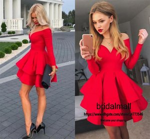 Schulterfrei 2020 Tiered Rüschen Red Satin-Kurzschluss-Abschlussball-Kleider mit langen Ärmeln formalen Heimkehr-Kleid-A-Linie Mini Kleiner Partei-Kleider-Abschluss