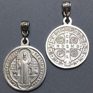 Encantos de prata Benedict Medalha Cruz Vintage Cristo Redentor catolicismo Pingentes Dangle para pulseiras fazer jóias presentes novos