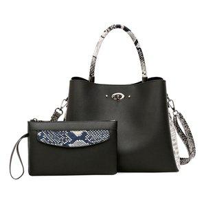 2019 Womens Simple Fashion Handbag Shoulder Bag Casual Womens Messenger Bag Solid Color Womens Envelope Bag