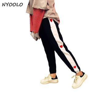 Nyoolo New Streetwear Printemps Automne Amour Broderie Couture Mi taille élastique Hip-Hop Long Crayon Pantalon Femmes / hommes Pantalon Y19070101