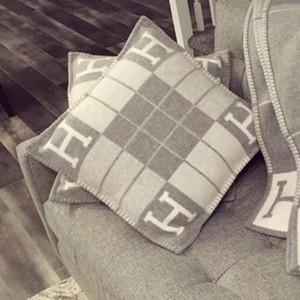 Luxuriöse Wolle H Brief Pferd Muster Kissenbezüge High-End-Super Soft Napping Kissen Aulic Art-Sofa-Kissen-Kasten-Startseite Autokissenbezüge