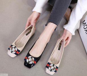 Yumuşak alt Rahat Düz ayakkabılar Yapay elmas Sivri tek ayakkabı tokası Yaz kadın Kore versiyonu Yabani Sığ Rugan Metal