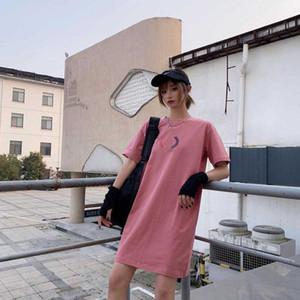 قميص النساء المصممات يرتدى قميص صيفي جديد في العشرينات من عمره يرتدى قميص نسائي فاتح اللون فستان لون 5 ألوان حجم S-2XL YF204111