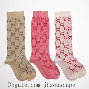 Logos populaires Bas College femmes Style Tube Socks Lettre Pile Pile de chaussettes Web Celebrity haut Tube Leg Sock Chaussettes genou