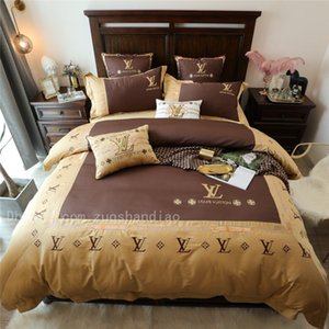 Padrões Cáqui Cor geométrica e Carta Bordado Cama Suit High-end Silk Quilt Cover Set algodão macio Quarto 4pieces Beddingset