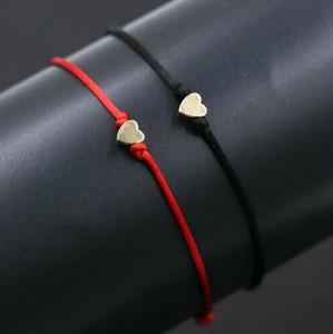 50 pçs / lote Cobre Amor Forma Do Coração encantos Pulseiras Corda Sorte Pulseira Vermelha Para As Mulheres Corda Vermelha Ajustável Pulseira Artesanal DIY