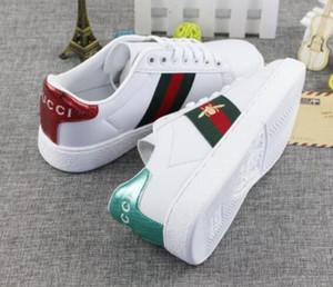 2019 hombres de la primavera y el otoño y mujeres forman pequeños zapatos blancos unisex Zapatos ocasionales del hombre la mujer del envío