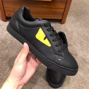 In pelle nera e giallo a bassa Top Sneakers Mens Lace-Up scarpe da ginnastica in morbida pelle nera con il sacchetto Bugs occhi L'uomo di marca Designer Shoes con la scatola