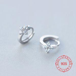 regalo di monili 925 orecchino fabbrica d'argento cz bianco di disegno del fiore Orecchini a cerchio Huggie-ingrosso di gioielli