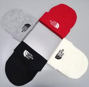 2019 moda Chapéus de Inverno de malha Fur Poms Beanie etiqueta Fedora Luxo Slouchy Crânio Cabo Caps Lazer Moda Beanie ao ar livre Chapéus G5697