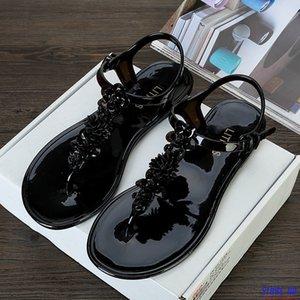 2020 New Flower plastic flat sandals female summer pinch t-slip non-slip holiday beach slippers flip flops
