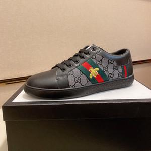 شقة سكيت أحذية جديد حار عملية بيع رجل عرضي أسود أبيض الرياضة الأفعى الشريط ستار فاخرة أحذية ريترو اللباس