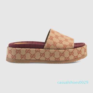 2019 yeni stil Kadın 573.018 slaydın sandalet Klasik moda tasarımcısı Bayanlar Kırmızı çilek renkli kapak kutusu C29 Popüler üstün markalar flop