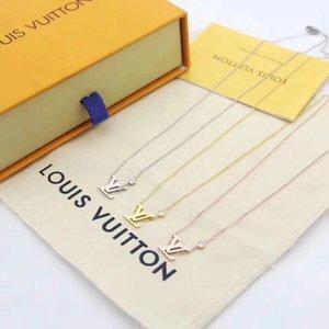 Nouveau Pendentif en forme Fashion Designers avec collier de diamants femmes dame Token de Styles d'amour bijoux cadeau ornements