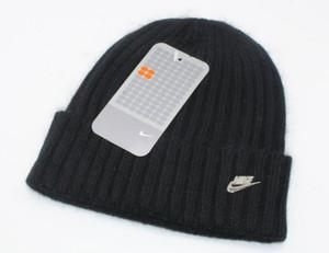 Designer Beanie atractivas Pornhub bordado acrílica de punto Sombreros de invierno adultos para mujer para hombre Cabeza cálido mujer del hombre de la nieve Cap663