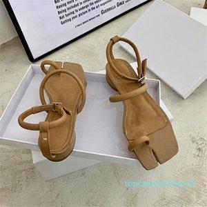 Dedo del pie talón plano de división del cuero del diseñador de moda sandalias Blanco Negro Verano Sandalias zapatos de las mujeres del dedo del pie-perilla de Bohemia playa zapatos