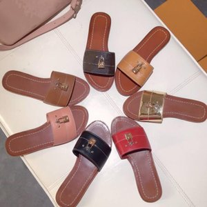 American fashion woman slippers lock flat bottom The beach Wear outside Fashionable and comfortable Ms slippers