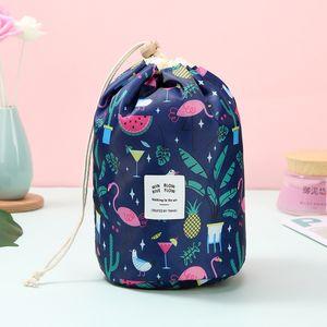 Femmes cosmétique Sac de sport en forme de sac de maquillage Oxford cylindre de stockage Voyage Sacs à cordonnet Cartoon Cactus Fleur Flamingo 9 couleurs D1201