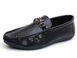 New Fashion Style Weiche Mokassins Männer Müßiggänger Nachahmung Alligator Korn Leder Schuhe Männer Wohnungen Gommino Fahren Kleid Hochzeit Schuhe GX539