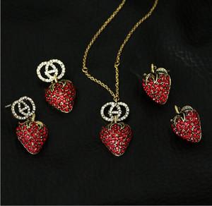 Summer Wild Big Retro Retro Pendientes de fresa 2019 Nueva Marea Femenina Red Red Crystal Collar Pendientes Set
