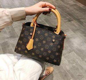 New 2020 lady handbag designer bags leisure bags of high quality fashion bag Clutch Bags007