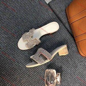 xshfbcl 2020 new fashion Designer Shoes Slides Summer Beach Indoor Flat G Sandals Slippers House Flip Flops With Spike sandal