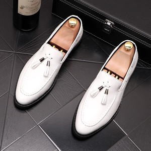 New Trendy Men white black tassel pendant Oxfords Casual Shoes Male Homecoming Dress Wedding Prom shoes Sapato Social zapatos