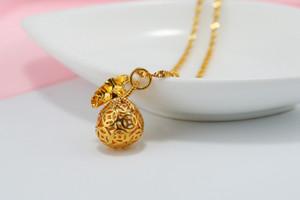 1 Lucky Simulation Gold Imitación oro estereoscópico Money Bag Pendant Necklace Hollow Geometric Round Coin Money Bag Necklace Amuleto Joyería