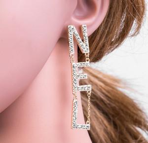 Orecchini di design di lusso per le donne Gioielli Shinning Argento Colore A + CZ Orecchini in oro di cristallo doppia lettera per il regalo di nozze del partito