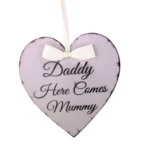 Heart Shaped Daddy Here Comes Mummy Hanging Plaque Wedding Sign Board Marriage Events Party Decorative Gadgets Accessories