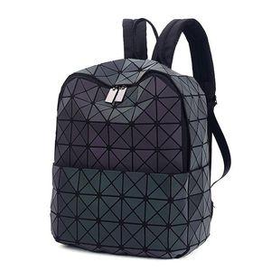 2017 Japan-Art-Laser Holographic Frauen Bao Nacht Luminous Rucksack steppte Daypack Tasche Geometrie Diamant Rucksäcke für Reisen