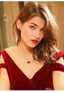 Ücretsiz kargo! S925 gümüş clavicle zincir Shi Jia büyük isim aynı siyah beyaz elmas Swan kolye kristal kolye kadın gül