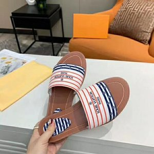 2020 Fashion luxury women slippers and slides classic locks slippers flats mule slippers 100% Genuine leather Luxury women Flops