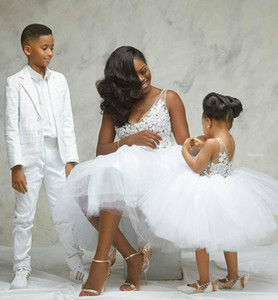 2020 Newest Short Puffy Tulle Mother&Daughter Dresses Lace Applique V Neck Communion Dress Tea Length Flower Girls' Party Gowns