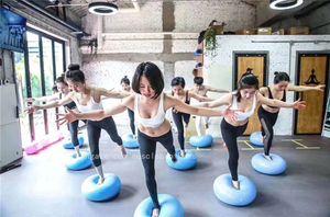 Runde Yoga Ball verdickte Explosionsgeschützte Donut-Form Yoga Ball Balance Ball Fitness Ball Pilates Ballkissen Indoor-Fitness-Zubehör
