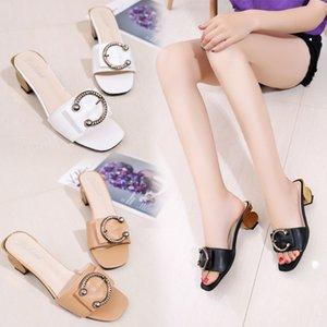 Sandales femme 2020 nouveau mot européen et américain avec boucle ronde en métal tête carrée à bout ouvert talon carré sandales et pantoufles