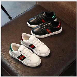 los zapatos para niños versión coreana de los zapatos ocasionales planos de primavera y otoño los nuevos niños de tres zapatos deportivos de las muchachas de Runni