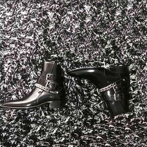 2019 New Designer Mann echtes Leder Harness Boot aus Kalbsleder Harness-Stil Westen Knöchelriemen-Stacked-Schwarz-Leder Cuban Heel Stiefel Schuhe