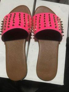 kadın daire için düz rahat geniş genişlik sandalet terlik kızlar yaz plaj kayma için siyah perçin sandalet