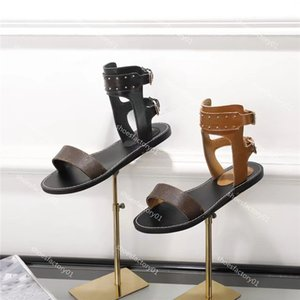 2019 Mulher Chinelos alta Leather Mulher Wedge Sandals das senhoras Qualidade Gladiator Sandals rebites SlidesSlippers Wedge Slides Ladies