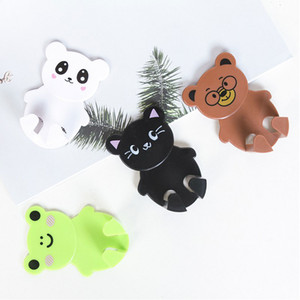2 unids / set Adhesivo montado en la pared Socket Holder Hanger Cartoon Animal Plastic Power Plug Soporte Organizador Home Decor Plug Hooks