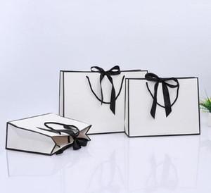 종이 선물 가방 사용자 정의 로고 bowknot 핸들 웨딩 파티 호의와 100PCS 크리 에이 티브 디자인 검은 색 테두리 흰색 크래프트 종이 가방
