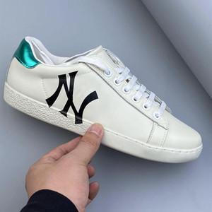 Gucci shoes 2020 ultima di alta qualità Bambini Gioventù Uomini Donne Ace ricamato Sneaker in pelle Amato 2020 ultime scarpe bianche