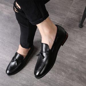 ERRFC caliente nueva llegada zapatos para hombre vestido de color marrón Trending punta estrecha borla Hombre Barco Negro de zapatos Negocios Ocio Tendencias Zapatos 47 48
