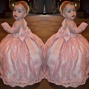 Cute Pink Lace Girls Pageant Gowns Sheer Maniche lunghe con grande fiocco sul retro Piano Lunghezza Flower Girl Abiti Primi abiti da comunione
