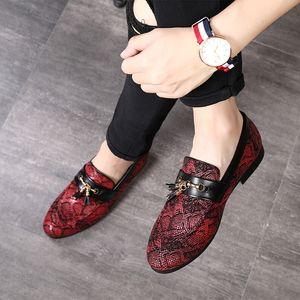 Personalità Tassel Snakeskin Pattern Dress Shoes 2019 Nuovo stile Doug Scarpe casual in pelle Nightclub Scarpe da festa di Natale