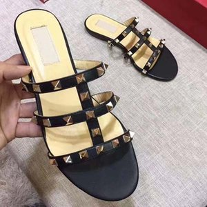 Top Slipper Luxury Shoes Shoes Ladies Beach Cassandra Sandals Leather Casual Fashion Opensandals Quality Patent Rivets Designer Sufjf